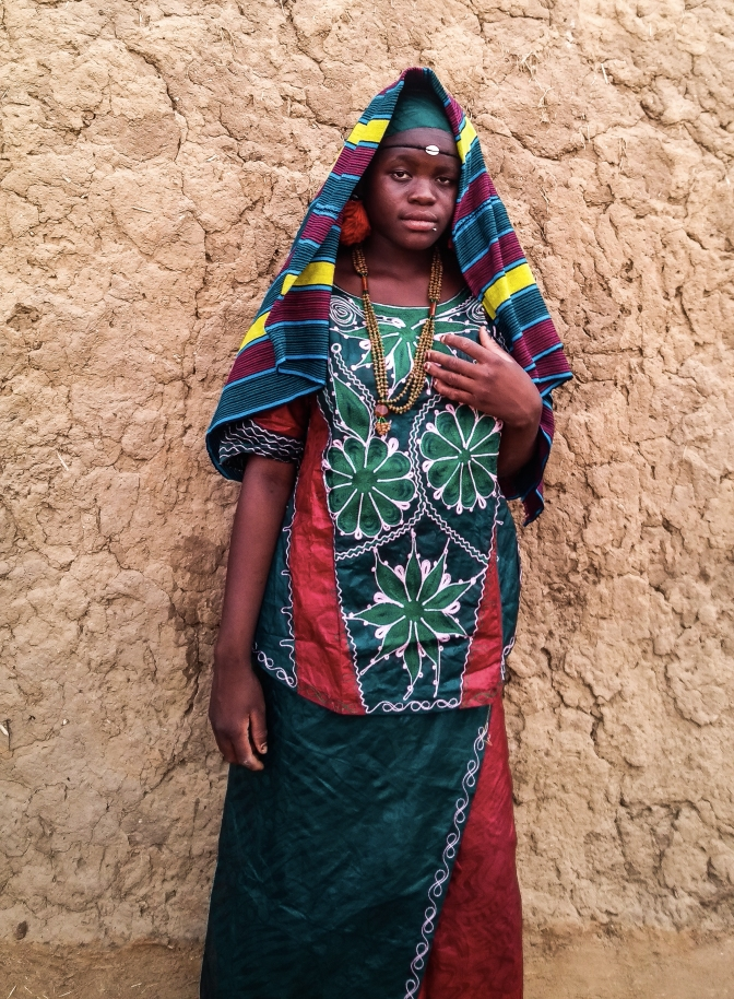 jeune mariée de Bouillagui portant un pagne de coton